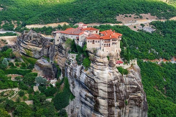 kloster varlaam, meteora, griechenland - klosterurlaub stock-fotos und bilder