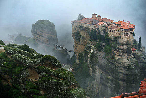 monastery on top of a rock at meteora - 수도원 뉴스 사진 이미지
