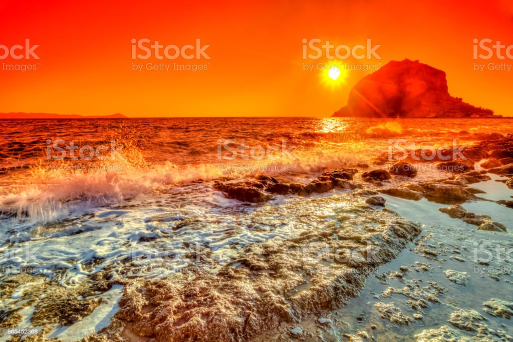 Lever du soleil coloré de Monemvasia - Photo de Aube libre de droits
