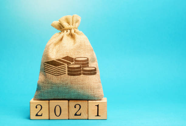 Money bag and wooden blocks 2021. Budget planning. Business and economic. Goals and plans. Investment, finance. Savings. Money bag and wooden blocks 2021. Budget planning. Business and economic. Goals and plans. Investment, finance. Savings. budget stock pictures, royalty-free photos & images