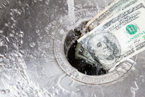 Money Down Drainenglische Redewendung Stockfoto und mehr Bilder von 100-Dollar-Schein
