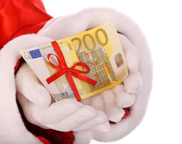 Dinero euro en mano de santa claus. - foto de stock