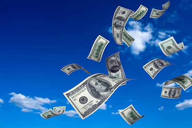 geld fallen vom himmel - sterntaler stock-fotos und bilder