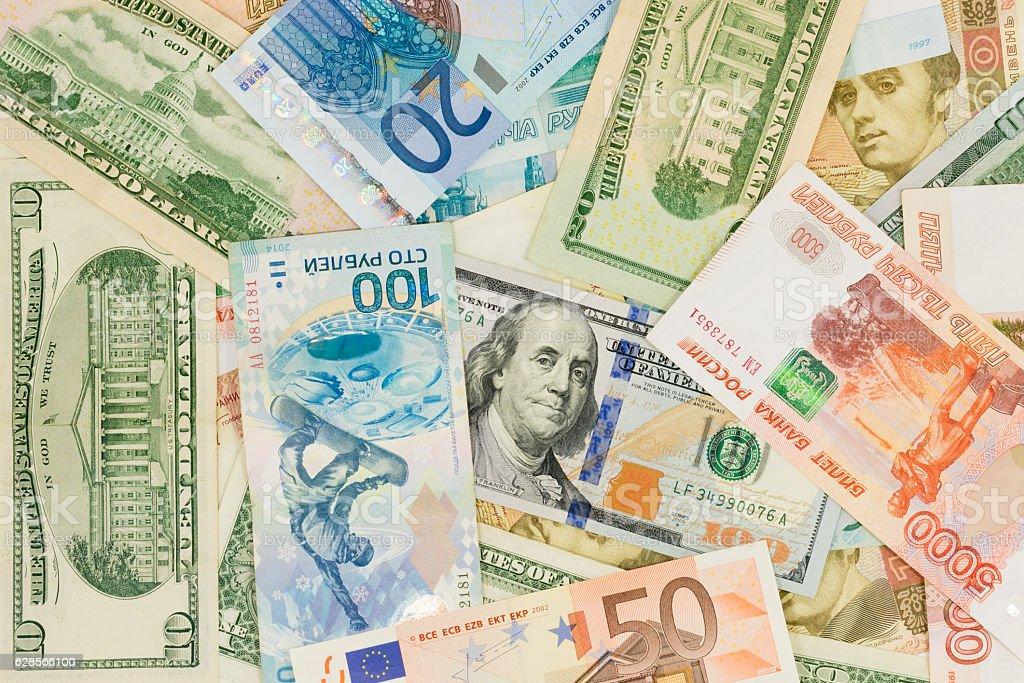 Dinero a través de diferentes países :  Dólares estadounidenses, euros, ucraniana, rublos - foto de stock
