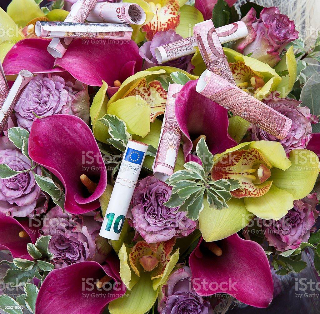 Dinero Con Flores De Regalos Foto De Stock Y Más Banco De
