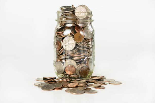 유리 항아리에 돈 - 동전 뉴스 사진 이미지