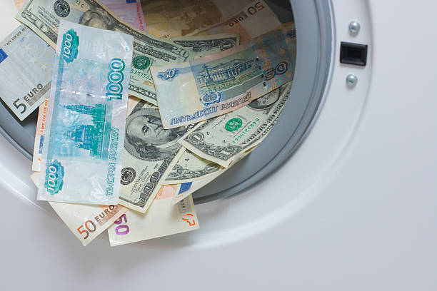 geldwäsche, reinigung-konzept. euro, us-dollar und russischen roubles - leise waschmaschine stock-fotos und bilder