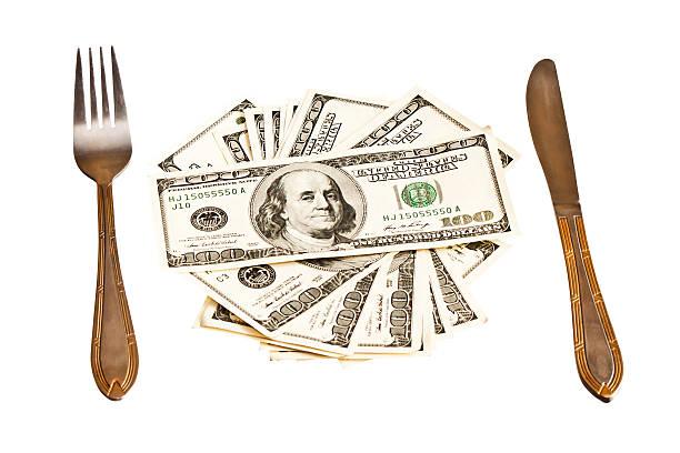 マネーお皿の上に、フォークとナイフ ストックフォト