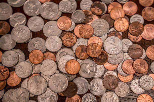 돈을 테이블  - 동전 뉴스 사진 이미지