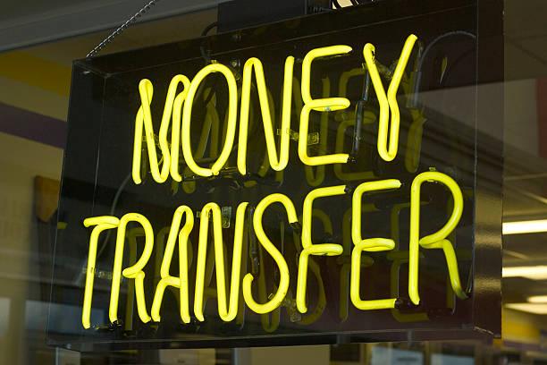 przekazywanie pieniędzy neon - wyślij zdjęcia i obrazy z banku zdjęć