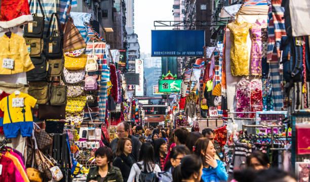 mong kok ladies' market - kowloon stock-fotos und bilder