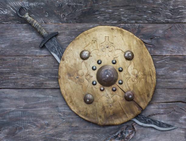 mongolian sword and leather shield of nomads - tarcza broń zdjęcia i obrazy z banku zdjęć