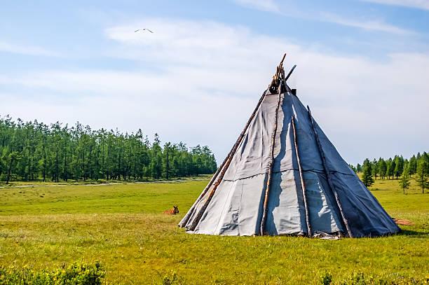 mongolische indianerzelt - weidentipi stock-fotos und bilder
