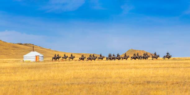mongolian yurt on a field - półpustynny zdjęcia i obrazy z banku zdjęć