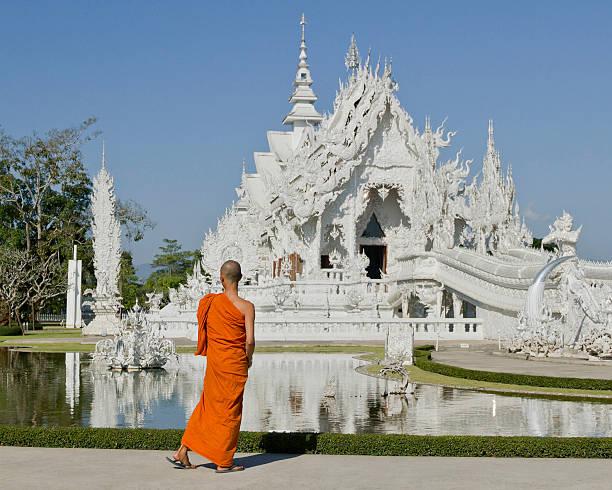 Mönch in Weiß temple, das chiang mai – Foto