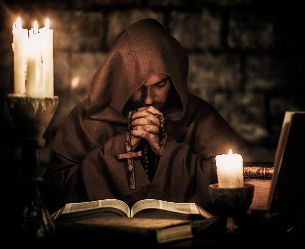 monje rezar - hermano fotografías e imágenes de stock