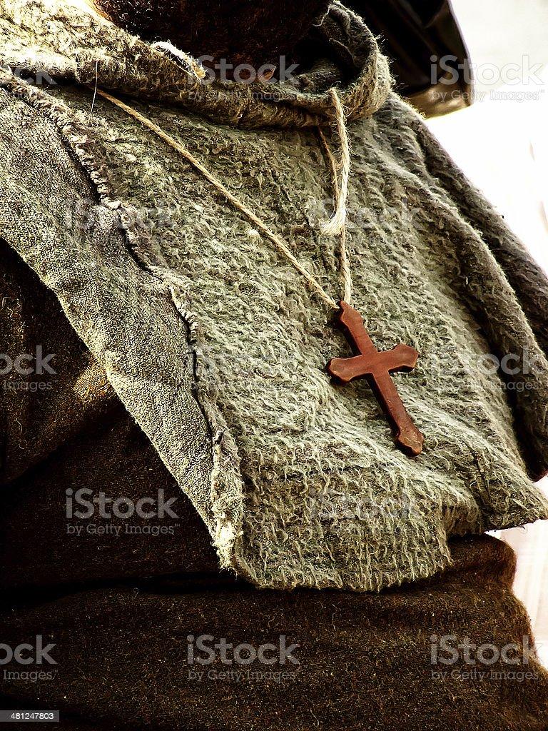 Monge com uma cruz no pescoço - foto de acervo