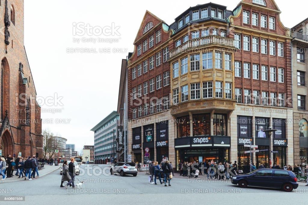 Straßen Der Mönckebergstraße In Hamburg Deutschland Stockfoto Und