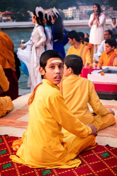 monks at ceremony in rishikesh - jugendweihe 2016 stock-fotos und bilder