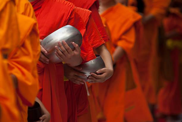 mönche - laos stock-fotos und bilder