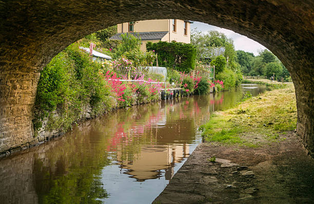 Monmouthshire & Brecon Canal The Monmouthshire and Brecon Canal is a small network of canals in South Wales. For most of its 35-mile length it runs through the Brecon Beacons National Park brecon beacons stock pictures, royalty-free photos & images
