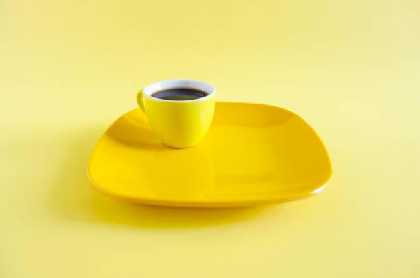 assiette et café monochrome - Photo
