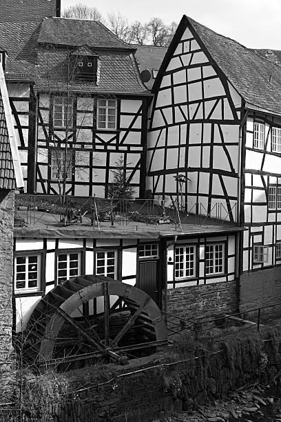 monschau-historischen stadt im westen von deutschland - schwimmbad nrw stock-fotos und bilder