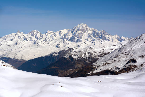 mont blanc peak view winter landscape shoot from val d'isere ski resort - monte bianco foto e immagini stock