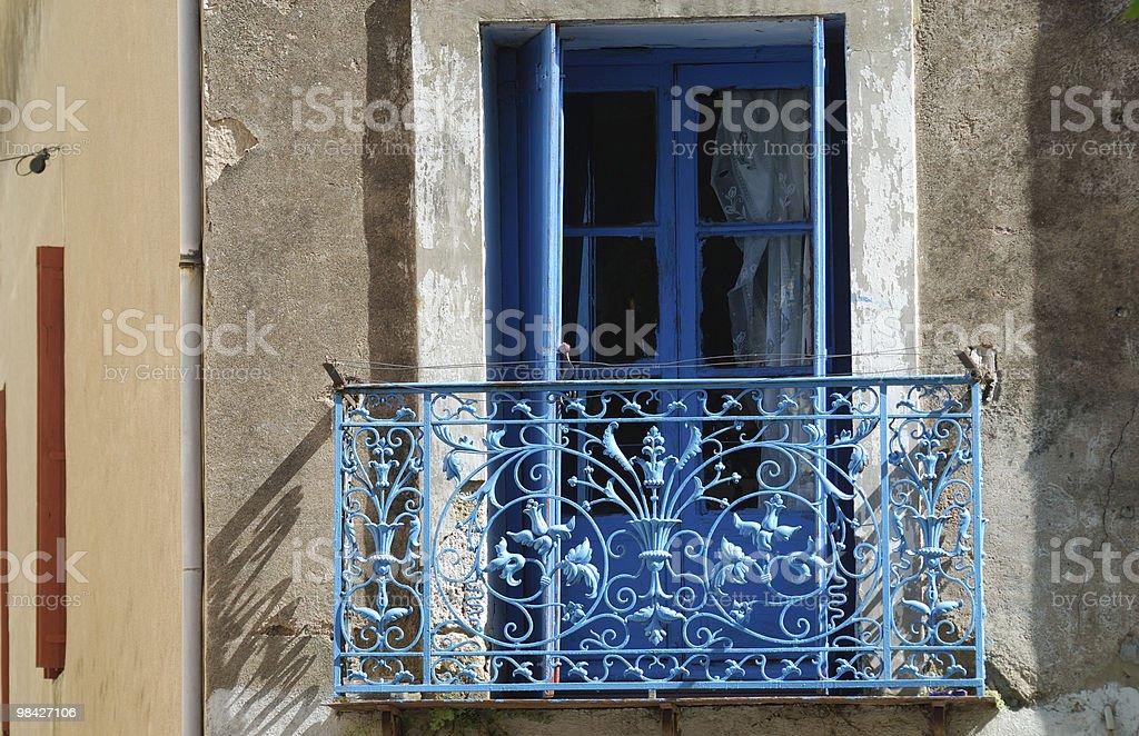 Montagnac (에로, 랑그도크루시용, 프랑스)-창쪽 및 발코니 royalty-free 스톡 사진