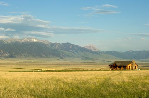 istock Montana ranch 147293345