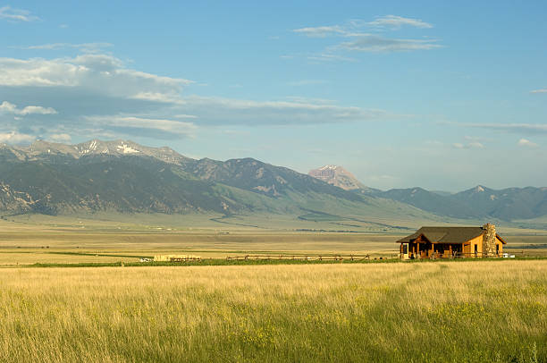 Montana ranch Ranch house with mountains on background in Montana, USA ranch stock pictures, royalty-free photos & images