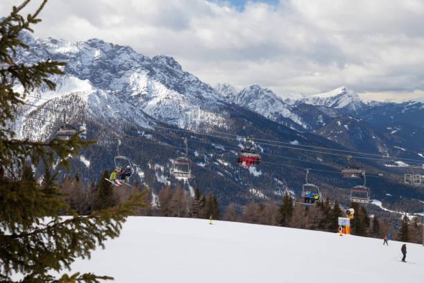 Monte Elmo, Dolomitas, Italia-esquí de montaña y snowboard. Sexten (Sesto), Trentino-Alto Adige, Valle de Puster (Alta Pusteria), Tirol del sur. - foto de stock