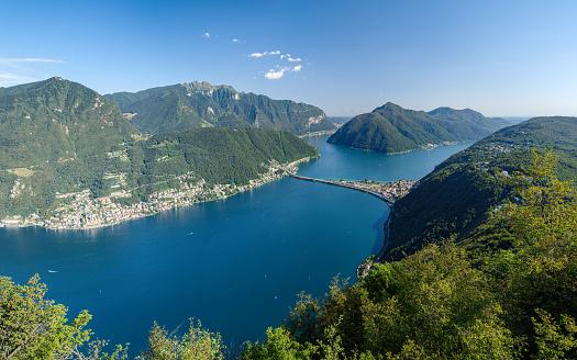 Monte San Salvatore Lugano Switzerland August 03 2019 Panoramic View On The Lugano Lake From Panoramic Viewpoint In San Salvatore — стоковые фотографии и другие картинки Lake Lugano