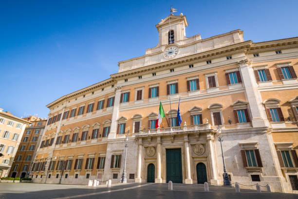 Palacio de Montecitorio, el Parlamento italiano, Roma, Italia - foto de stock