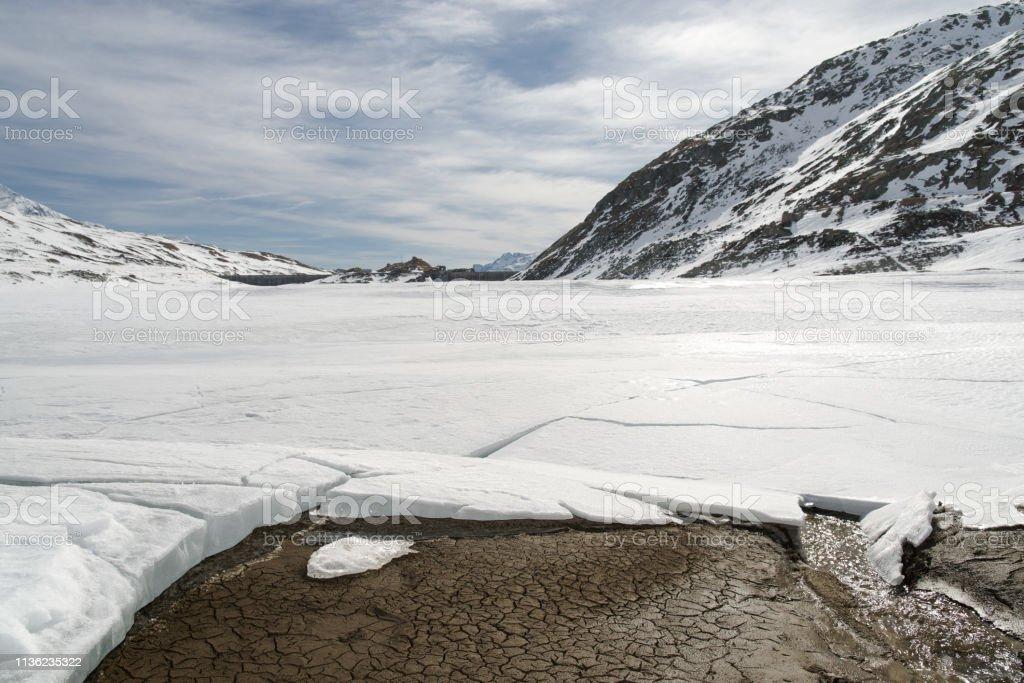 Montespluga Lake, Sondrio, Italy 3:2 - Стоковые фото Без людей роялти-фри