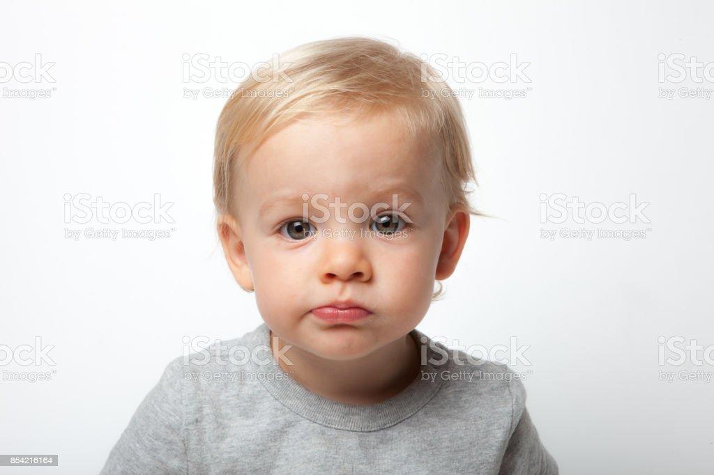 18 Monate alten Jungen-Porträt in einem weißen Fotostudio – Foto