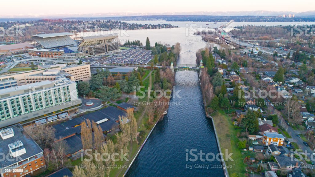 Montlake Cut Cascade Mountains Lake Washington Bellevue 520 Aerial 스톡 사진