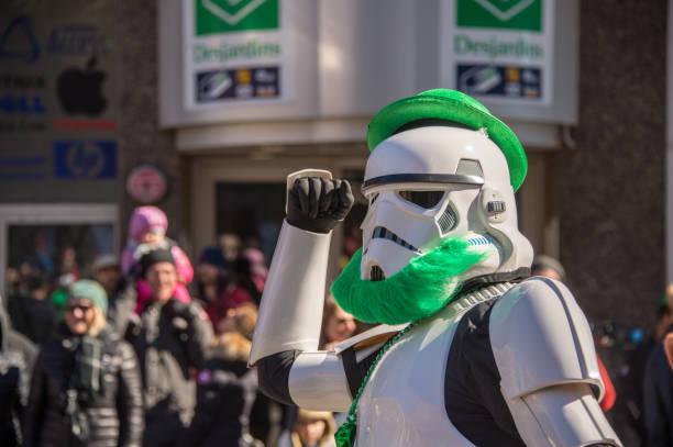 montreals st. patricks day parade - faschingskostüme star wars stock-fotos und bilder