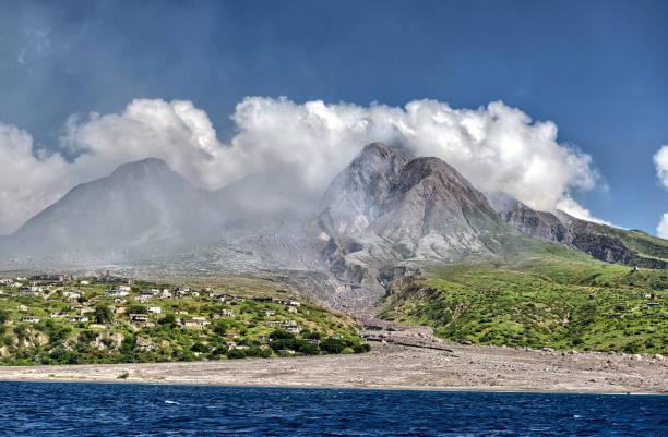 Montserrat - Sperrgebiet von Vulkan verwüstet – Foto