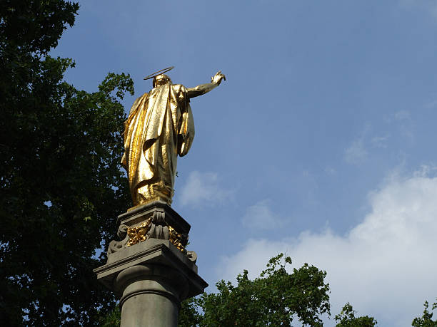 monument at st. paul's cathedral - belkindesign stock pictures, royalty-free photos & images