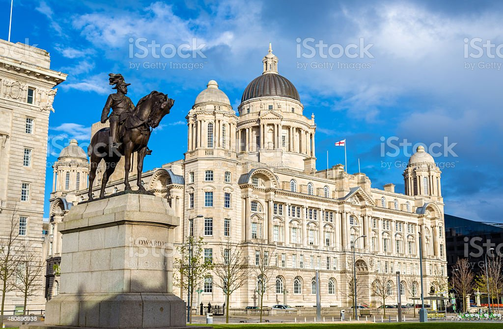 Monument of Edward VII and the Port of Liverpool Building stock photo