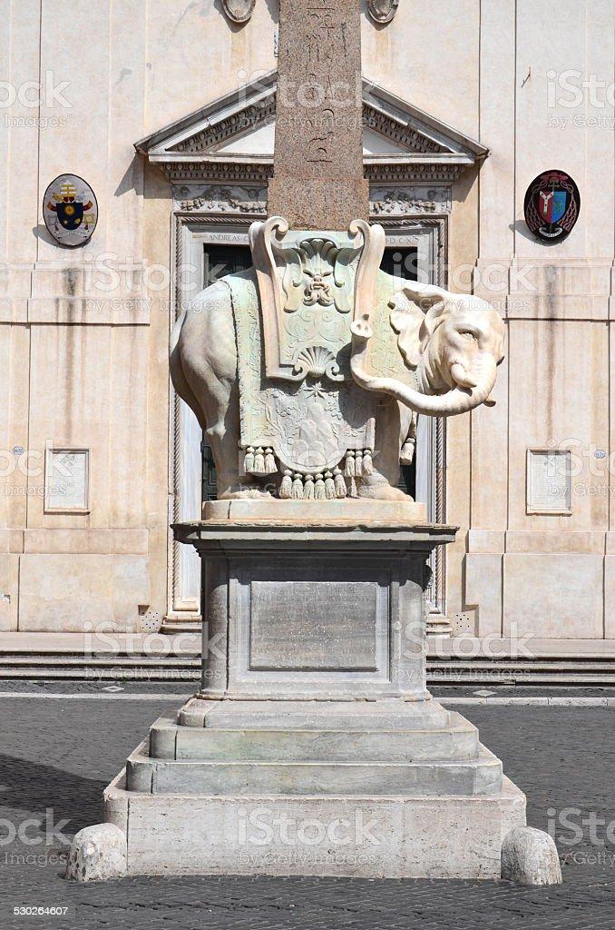 Monumento de elefante na Piazza della Minerva, em Roma, Itália - foto de acervo