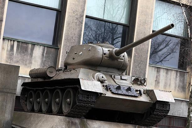 Monumento del tanque de fabricación soviética - foto de stock