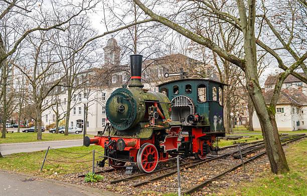 denkmal der dampflokomotive von technolog institut in karlsruhe - karlsruhe schloss stock-fotos und bilder