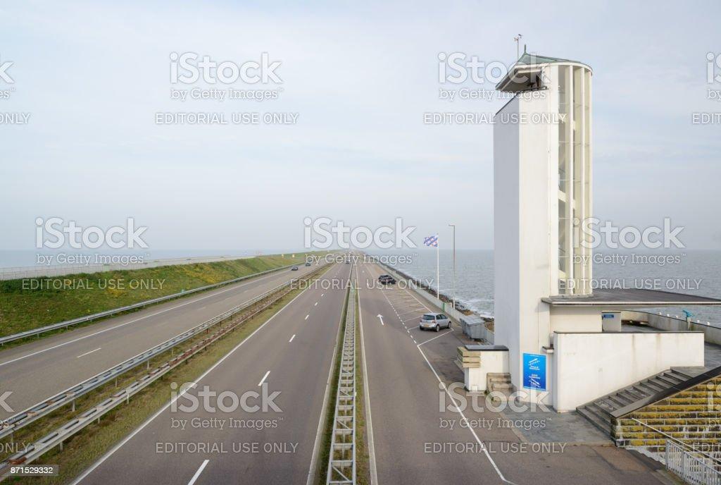 Monument op Nederlandse dam: Afsluitdijk foto