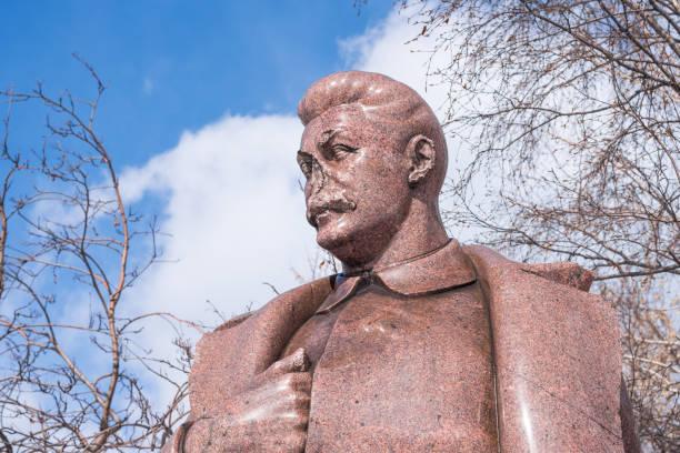 Monumento a Stalin, a cabeça da URSS de 1925-1953 - foto de acervo