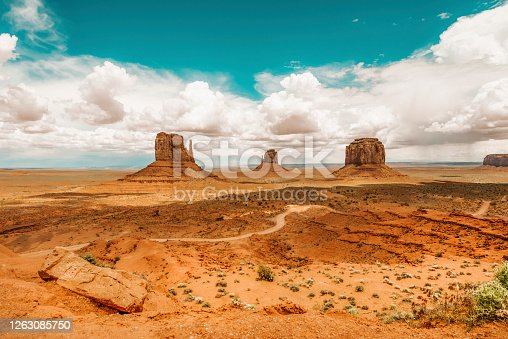 A red-sand desert region on the Arizona and Utah border known for the towering sandstone buttes.