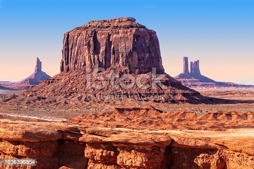 Monument Valley rock formation, mittes