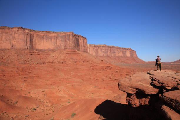 monument valley tribal park arizona - navajo stil stock-fotos und bilder