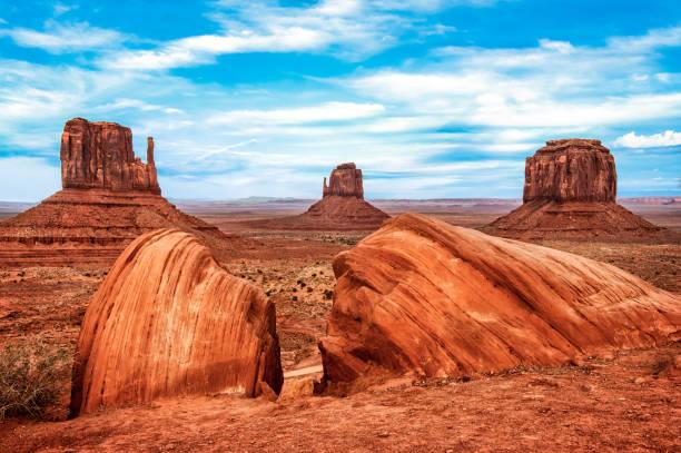monument valley tribal park taylor rock viewpoint, arizona, usa - colorado plateau stock-fotos und bilder